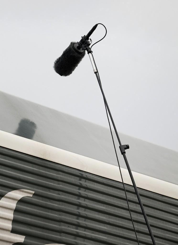 Posición del micrófono principal para capturar el sonido del motor